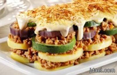 صينية مسقعة الخضار بالبشاميل والجبن بالفرن
