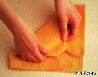 خطوات تطبيق مناديل طاولة الطعام بموديل القبعه بالصور