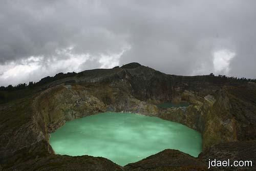 رحله سياحيه لجزيرة فلوريس اندونيسيا وغرابة البحيرات المختلفة الالوان