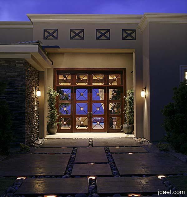 تصاميم واجهات فلل وجديد الابواب المعدنيه لبيوت التمليك الفخمه