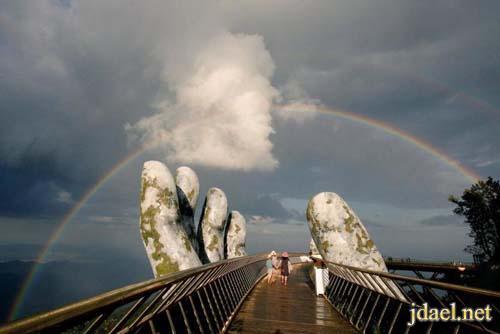 صور الجسر الذهبي بايدي عملاقة في فيتنام اروع جسور العالم