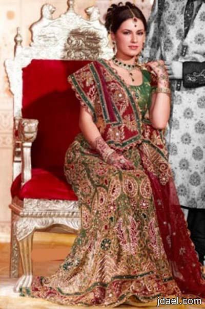 ازياء السهرات بموديلات الساري الهندي المطرز بالخرز والترتر والحرير