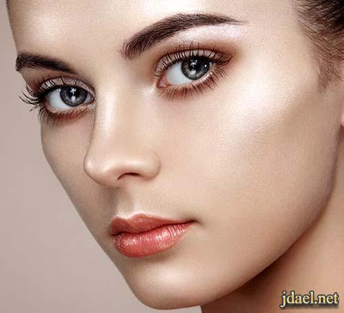 استخدام الهايلايتر لاخفاء شوائب وتصبغات الوجه واضائة البشرة