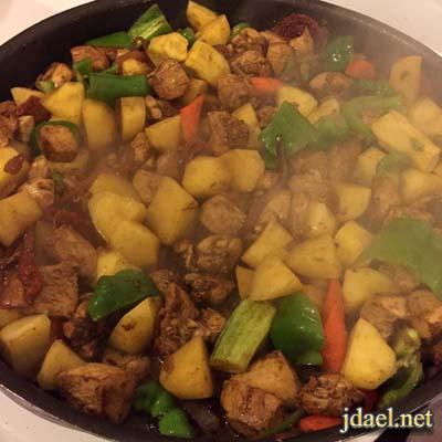 صينية ادام بطاطس بالدجاج والخضار بطبخ سهل وسريع