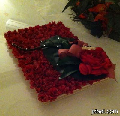 تزيين وتغليف دفتر الاهدائات والتذكار للعروسه ليلة الزفاف بالورد