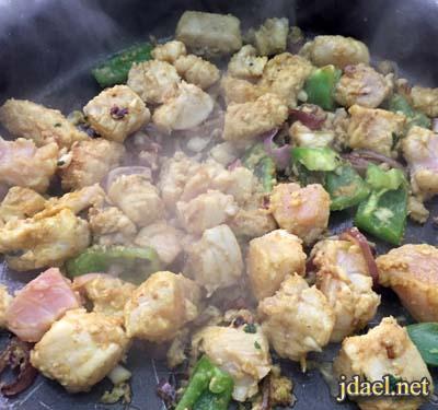 صينية سمك وشرائح البطاطس بالكمون في الفرن