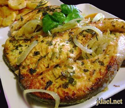 صينية سمك سلمون بطعم الحامض والكركم الفرن