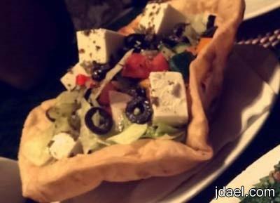 سلطة خضار بالجبن الابيض فيتا والزعتر والطعم خيال