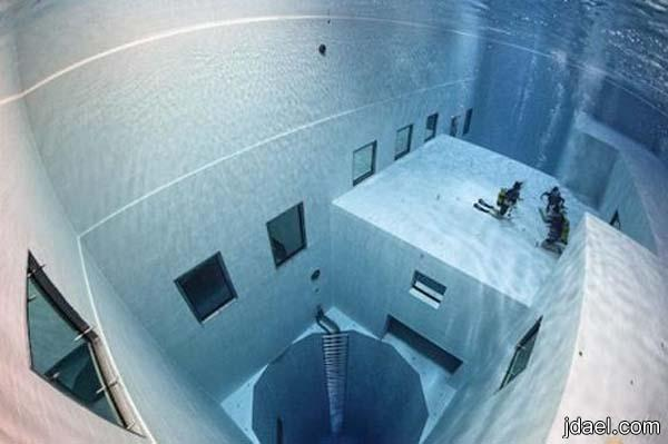 صور مسبح غريب ومخيف بروكسل حمام سباحه عميق جدا