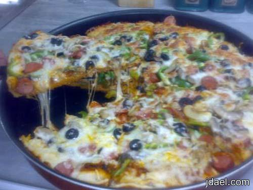 تحضير بيتزا النقانق وباسهل واسرع عجينه بالصور