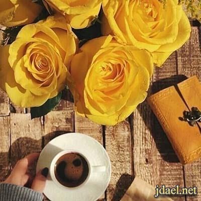 خلفيات وتساب فنجان قهوة وقطعة شوكولاتة ورشة ورد للبنات