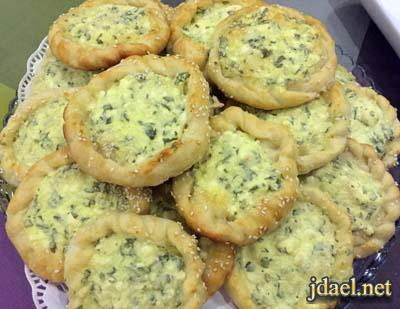 فطائر بعجينة بيتي طريه محشيه بالجبنة البيضاء والبيض الفرن