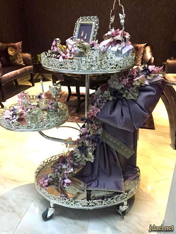 صور تزيين عربية الملكه بالورد والكروشيه للعروسه