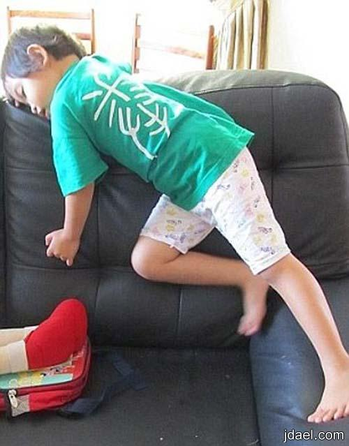 صور مضحكه لنوم الاطفال لقطات طقوس نوم غريبه احوال النوم