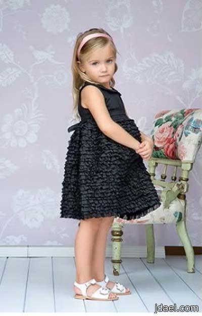 أزياء متنوعة لطفلتك