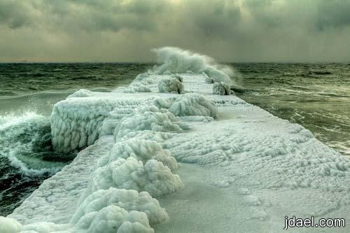 صور روعه للبحر الاسود المتجمد ويصبح ابيض بالثلوج