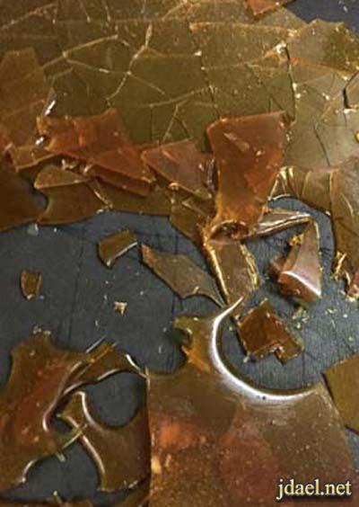 كيكة النسكافة باللوز ورقائق السكر بطريقة مبتكرة بدون فرن بالصور