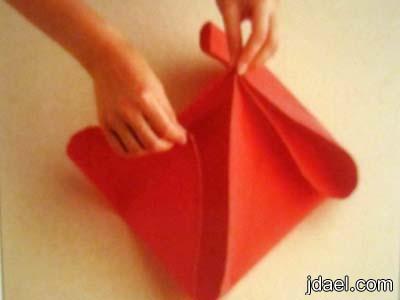 طريقة مناديل طاولة الطعام بتصميم الزهرة المتفتحه