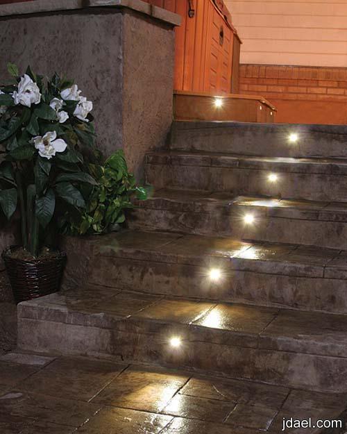 ديكورات لاضائة الدرج والسلالم بتصاميم راقيه والوان اضائه مختلفه