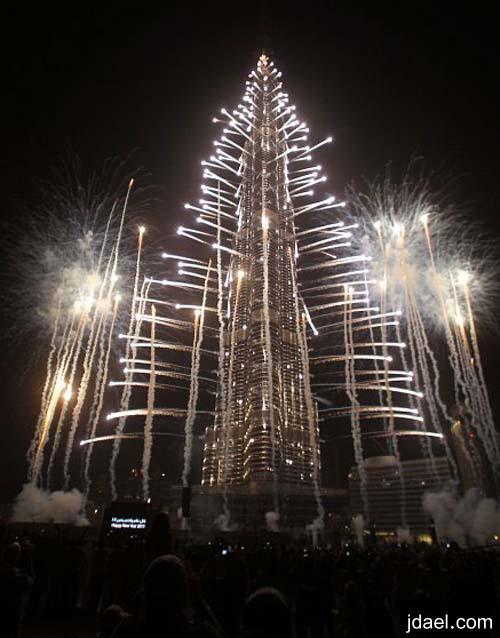 دبي تستقبل عام 2013 بعرض اسطوري الالعاب الناريه حول برج