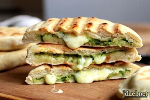 معجنات هندية خبز النان الهندي بحشوة الجبن والبقدونس