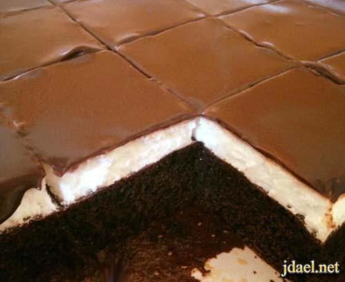 طريقة عمل كيكة طبقات بكريمة شانتية وصوص الشوكولاتة