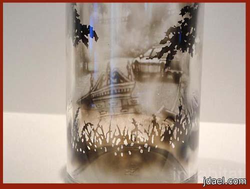 فنون الرسم على قوارير الزجاج بدخان الشموع بابداع غريب نوعه