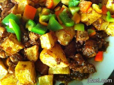 صدور الدجاج وقطع بطاطس مقليه ولا اسهل كدا بطبخ سريع