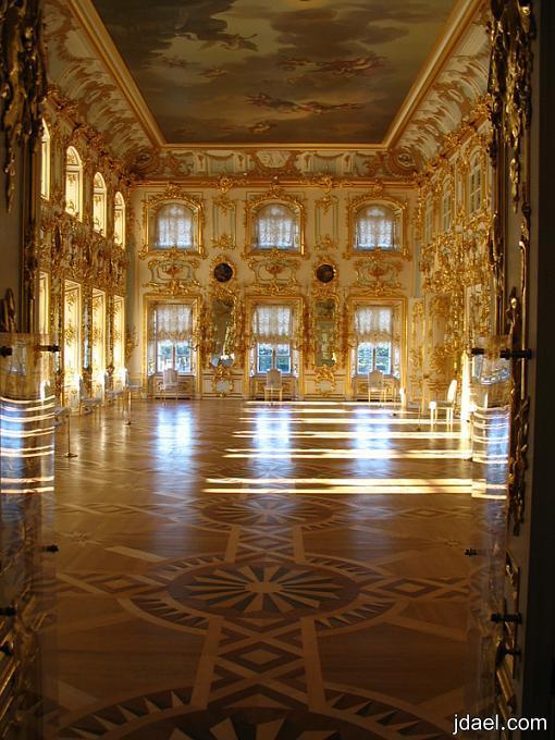 من اروع القصور التي بناها بطرس الأكبر قصر بيترهوف