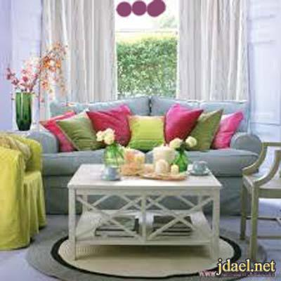 اثاث داخلي بالرمادي ودمج اللون الزهري والاخضر لاجمل ديكور