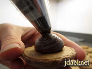 طريقة عمل الماكرون الفرنسي بالشوكولاته بالصور