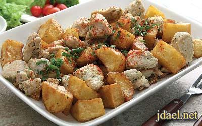 صدور الدجاج بالموينيز ومعكبات البطاطس الفرن