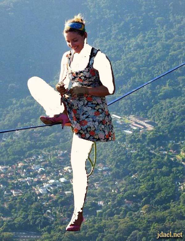 بنت تمشي بالكعب العالي على حبل مشدود بارتفاع مهول فوق