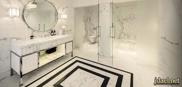 حمامات واسعه من الرخام الابيض والاسود لبيوت راقيه وفخمه