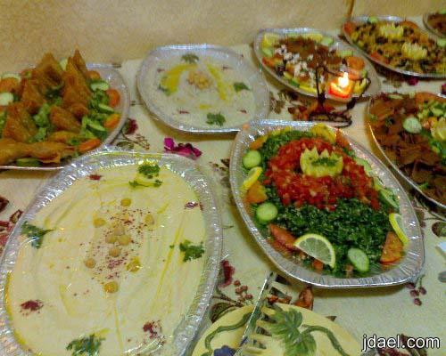 تنسيق وترتيب طاولات البوفيه التي تقام البيت بدون اخطاء