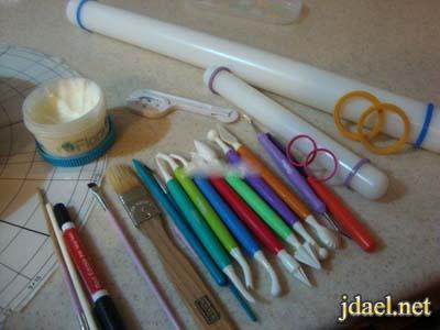 ادوات وقوالب سيلكون لتزيين عجينة السكر الفوندان
