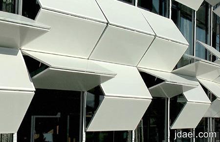 صور لمبنى يتحرك ساعه غرائب المباني بالصور