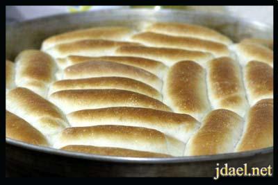 عجينة الخبز الصامولي والفطاير والحلويات هشة مثل القطن