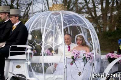 صور وعجايب مجنونه رجل يعتزل الزواج البشر ويتزوج عروسه بلاستك