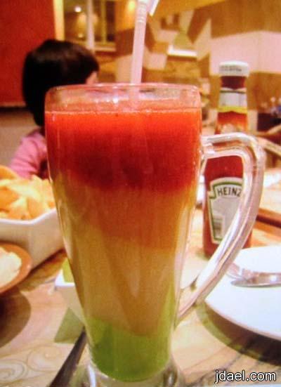 تحضير عصير طبقات الفواكه المثلج عصير الوان الطيف