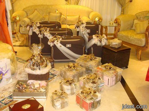 تجهيزات العروسة حناء ميك مكياج العروسة فستان الزفاف