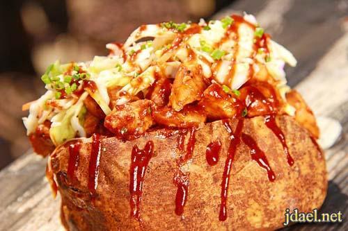 بطاطس محشية بالدجاج وجبن الموزاريلا بالفرن واطعم صلصة