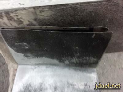 تنظيف وزرات السيراميك بعد التركيب على الجدار بالصنفرة بيدك