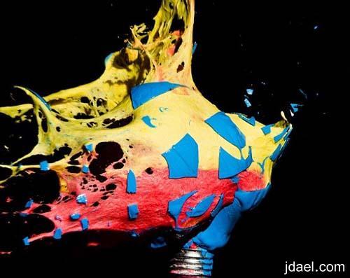 تصوير مذهل لحظة تفجير لمبات الاضائه المعبئة بالالوان