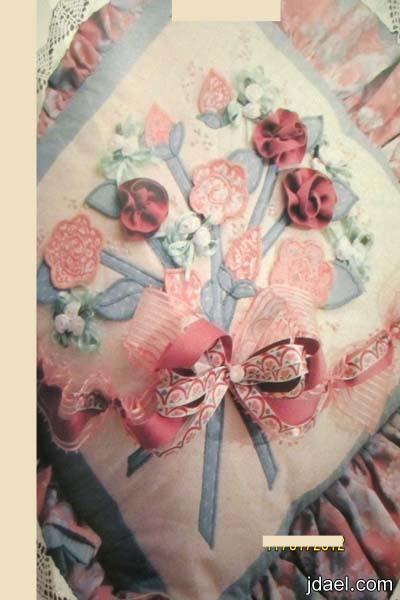 كوشاية بزهور بارزة تكاية بشكل مربع بقايا القماش